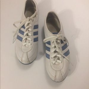 Classic Adidas Athletic Shoe Size 71/2 Pre-owned